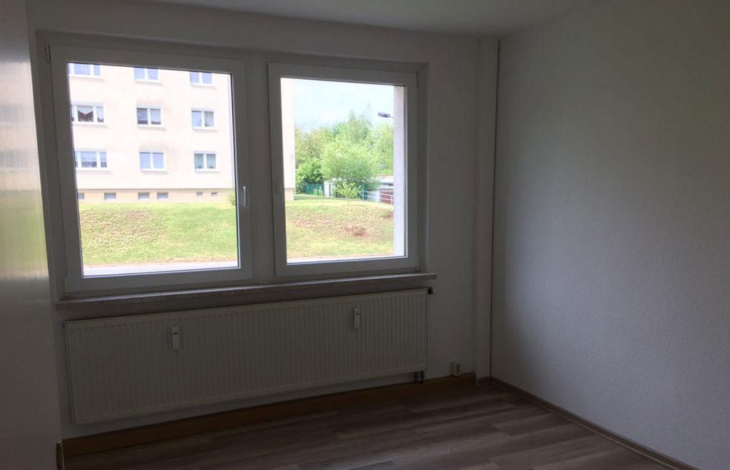 Schlafzimmer Zweiraumwohnung Dresden vorher